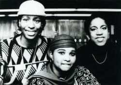 Simmons, Ali, Khanga